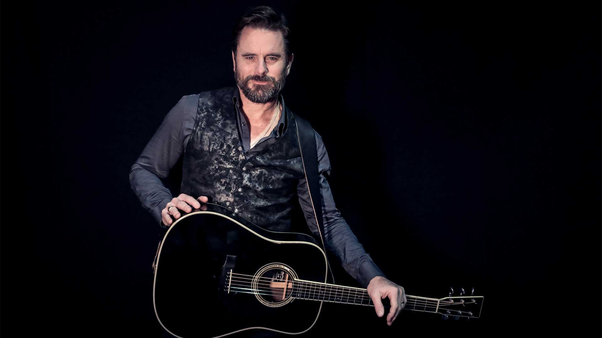 """Standing with a guitar draped over his shoulder, actor-singer-songwriter Charles """"Chip"""" Esten is ready to hit the Paramount stage."""